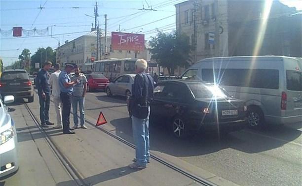 Возле здания ГИБДД BMW X5 сбил пешехода