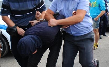 За избиение полицейского мужчина отсидит 2,5 года
