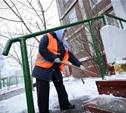 Управляющие компании расчищают дворы