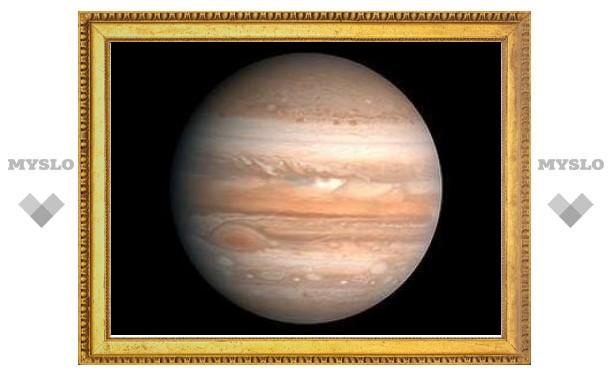 В Юпитер врезалось неизвестное небесное тело