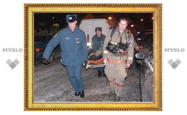В Туле пожарные вынесли из огня пострадавшего