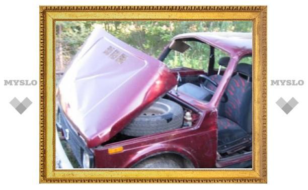 После ДТП водителя «Нивы» спасатели смогли достать только разрезав покореженное авто