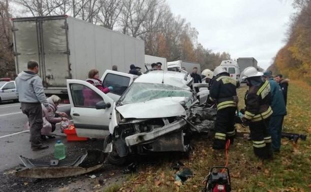 Восемь человек пострадали в утреннем ДТП в Тульской области