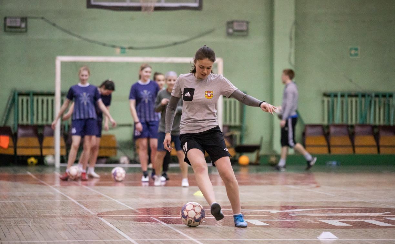 Женская футбольная команда хочет играть в Первой лиге. Но денег на турнир нет