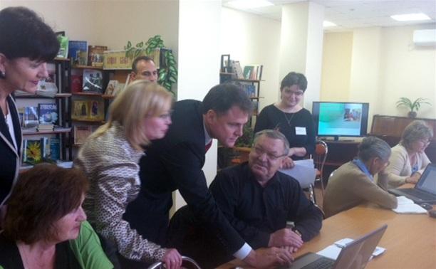 Губернатор проверил, как работает wi-fi в тульской библиотеке