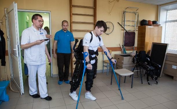 В Новомосковской больнице начали применять экзоскелеты ExoAtlet 1