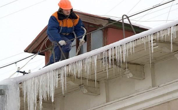 ГЖИ просит туляков не мешать коммунальщикам убирать с крыш сосульки