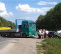 Под Тулой столкнулись грузовик и легковушка