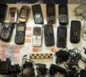 Тулячка пыталась передать 13 мобильников своему гражданскому мужу, находящемуся в колонии