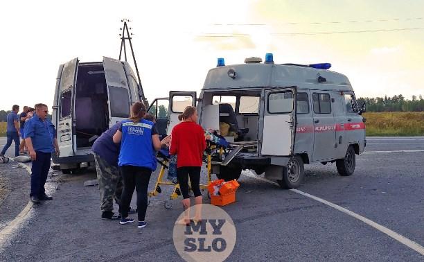 Очевидец о ДТП с маршруткой «Тула-Алёшня»: женщину придавило микроавтобусом, она не могла выбраться