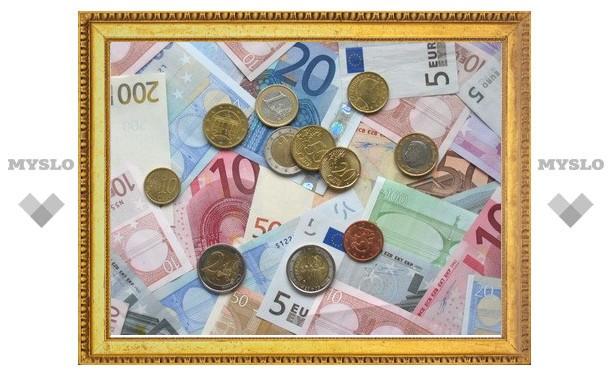Евро на ММВБ впервые в марте начал день с роста