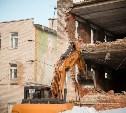 В тульском поселке Комарки сносят аварийное здание КПП