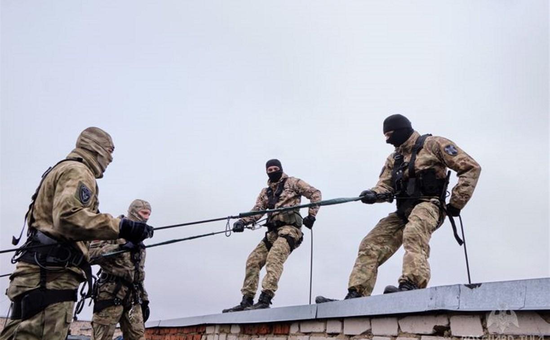 В Туле спецназовцы Росгвардии провели тактические учения: видео