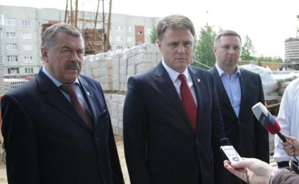 Владимир Груздев проинспектировал строительство домов в Кимовске и Донском