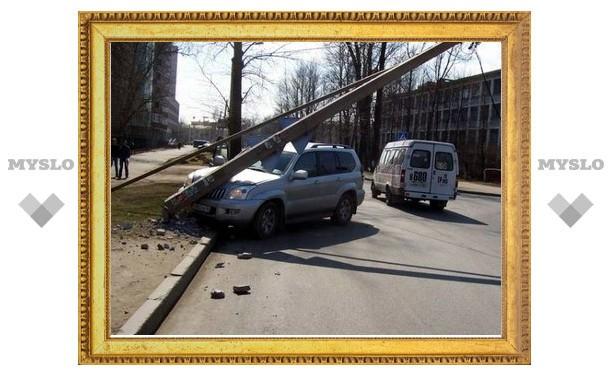 Пьяный водитель сбил столб