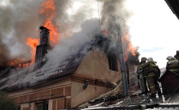 В Туле в Рабочем проезде сгорел жилой дом