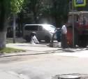 Видео дня: Тулячка помылась из шланга прямо на оживленной улице