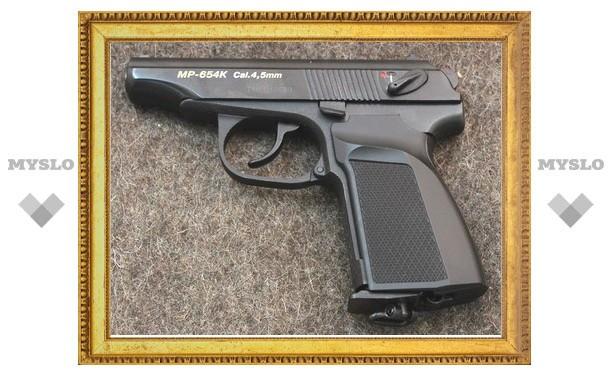 Житель Тульской области украл у своего знакомого пистолет