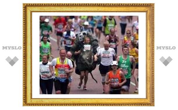 Участник лондонского марафона умер после финиша