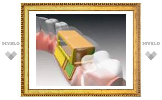 Израильский дантист скрестил зубной протез с капельницей