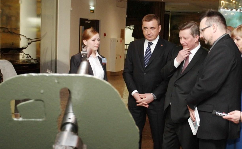 Алексей Дюмин попросил Сергея Иванова помочь в сохранении уникальных образцов военной техники