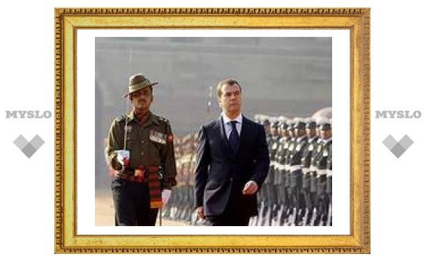 Дмитрий Медведев срочно возвращается из-за границы в связи со смертью патриарха Алексия