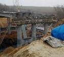 Момент падения крана на мосту в Донском попал на видео