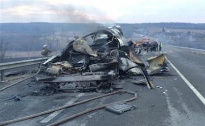 В ДТП с участием фуры на трассе М2 погибли два человека