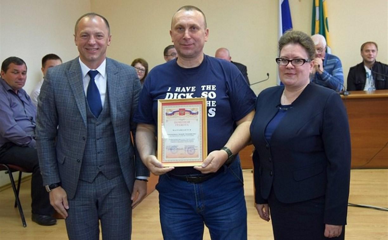 Казачий атаман из Узловой вышел получать награду в неприличной футболке