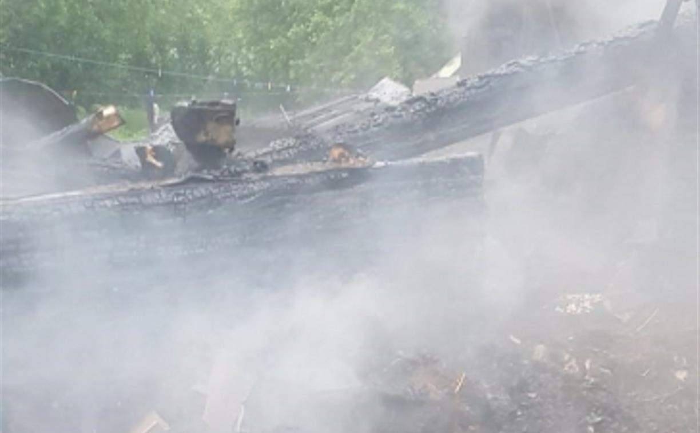 Под Тулой два человека погибли в горящем доме
