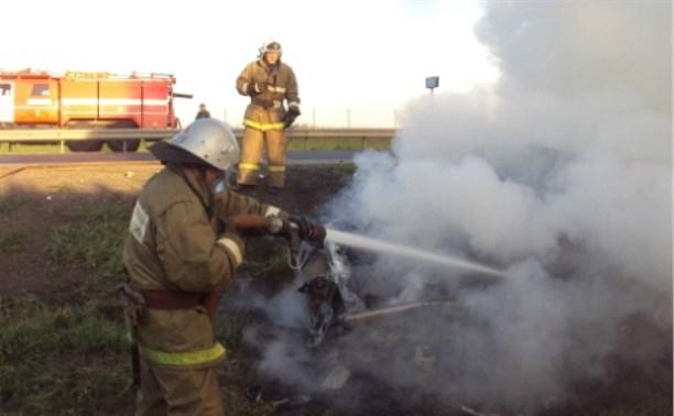 На трассе М4 в результате ДТП водитель сгорел в собственном автомобиле