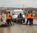 На Щекинском шоссе работает дорожная мобильная спецбригада