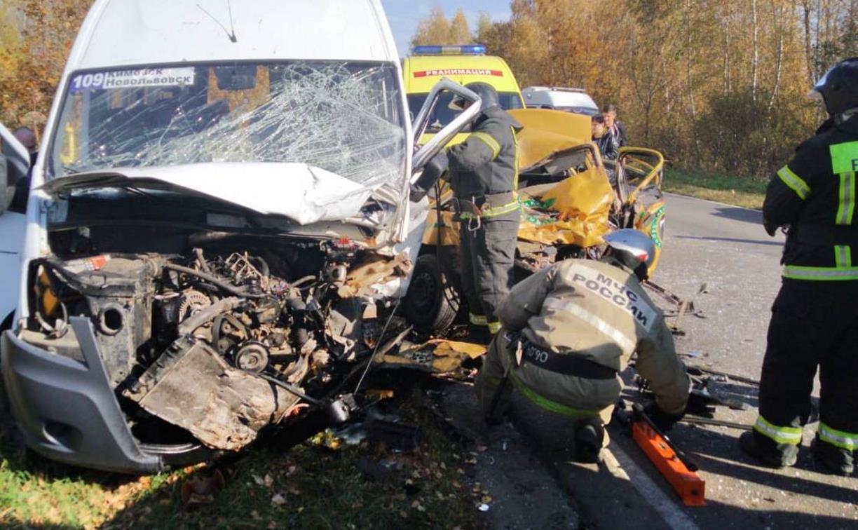 Страшное ДТП с маршруткой и такси под Кимовском: три человека погибли, пятеро ранены