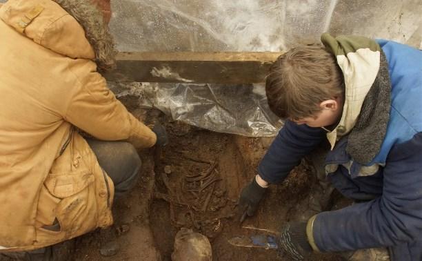 Возле Тульского кремля археологи обнаружили гробы-колоды