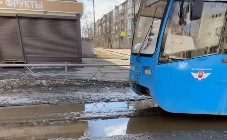 В Туле трамвай «поплыл» по рельсам: видео