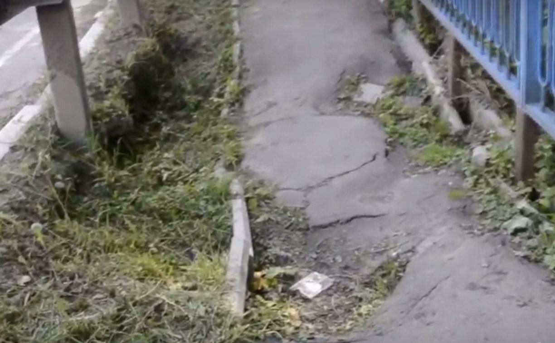 На мосту в Алексине тротуар уходит под землю