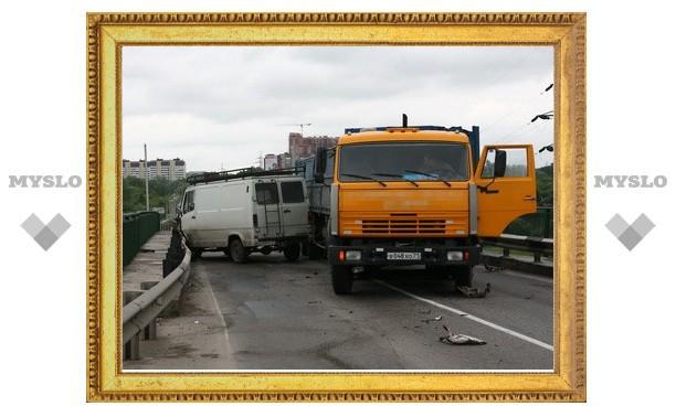 Под Тулой произошло ДТП с участием трех машин