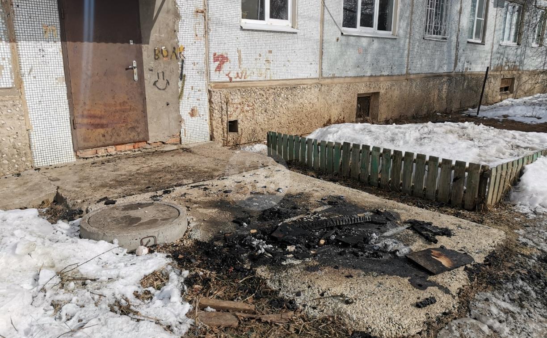 Обгоревший труп у щекинской пятиэтажки: ноги мужчины были связаны, а рядом нашли иконку