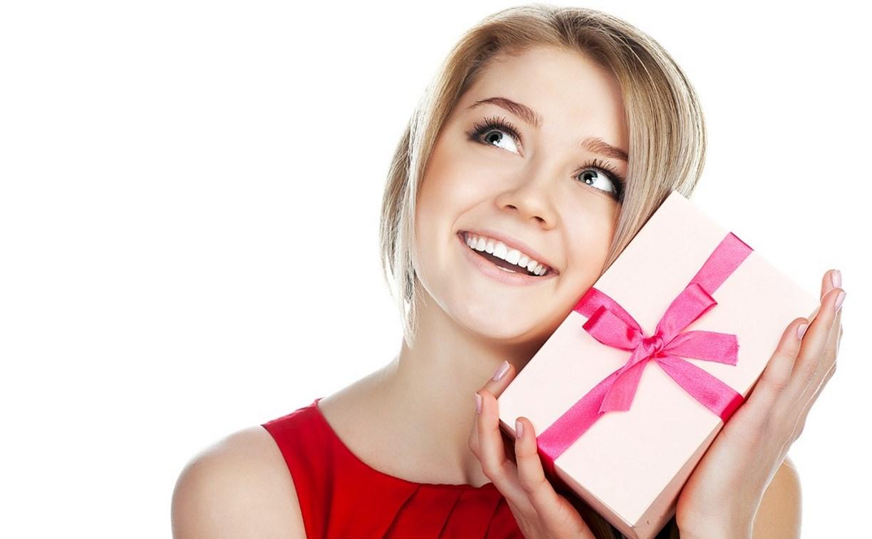 На 8 Марта мужчины будут дарить книги, косметику и смартфоны