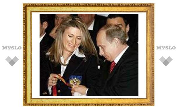 У олимпийской чемпионки Журовой угнали Lexus, подаренный Путиным