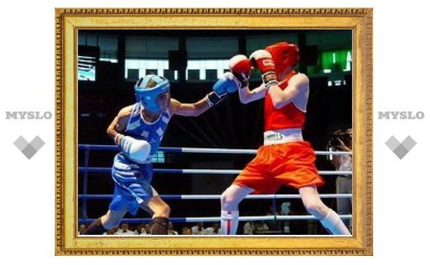 Алексин принимает боксеров