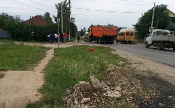 На ул. Карпова КамАЗ сбил на пешеходном переходе подростка-велосипедиста