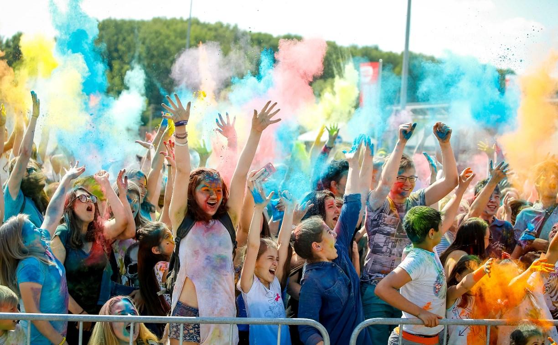 В Туле прошел фестиваль красок и летнего настроения