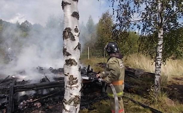 В Заокском районе полностью сгорела баня