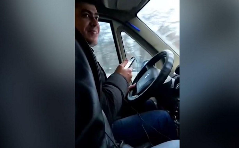 В Туле водитель маршрутки всю дорогу разговаривал с роботом