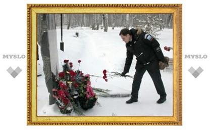 Владимир Груздев почтил память погибших новомосковцев