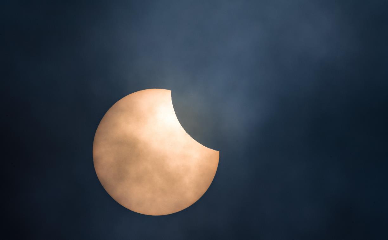 Солнце-пакман: фотограф запечатлел солнечное затмение над Тулой