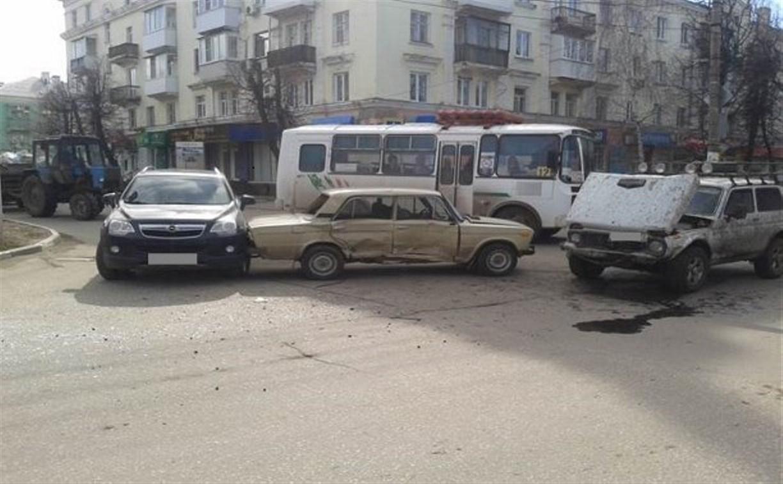 Утром в Новомосковске произошло тройное ДТП