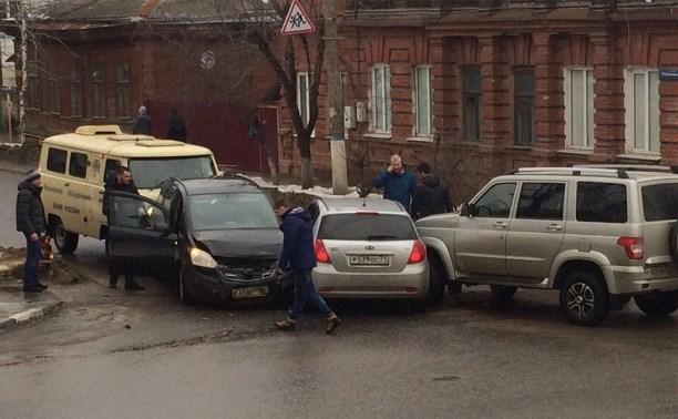 На перекрестке Тургеневской и Пушкинской столкнулись четыре автомобиля