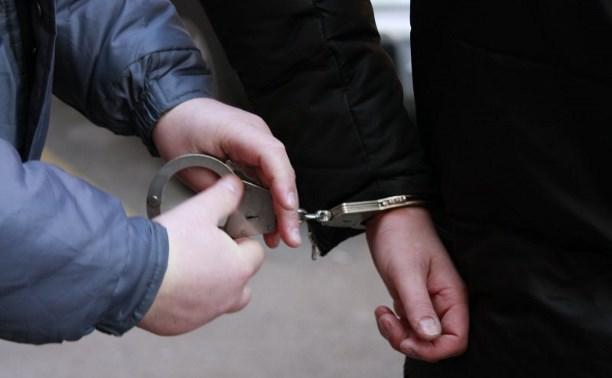 В Киреевском районе мужчина и женщина украли из автоприцепа мясо и фрукты